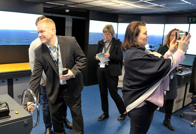 Maritime expertise visiting maritime simulatori in SAMK Campus Rauma.
