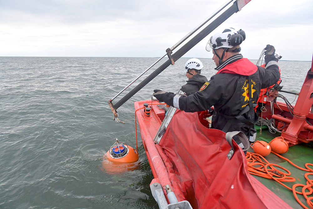 Installation of a research meter in the Rauma marine area.